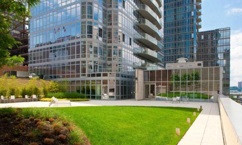 Element_Condominium_garden